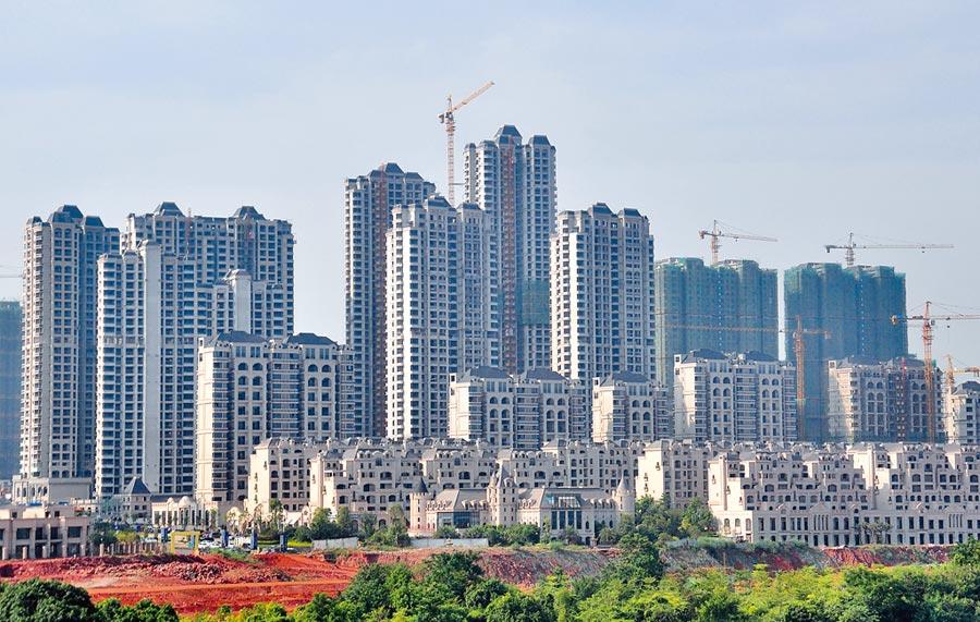 大陸上半年房地產開發投資,年增10.9%。(新華社)