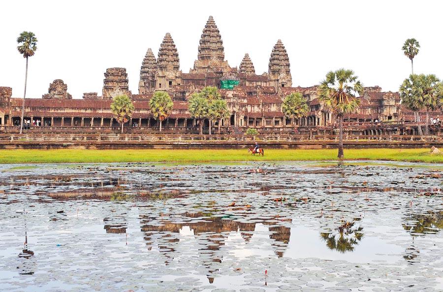 2009年8月17日拍攝的柬埔寨吳哥窟景觀。(新華社)