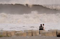 颱風示警文玩過頭 方儉嗆海委會11字