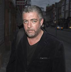 蝙蝠俠愛爾蘭男星片場昏睡 47歲過世