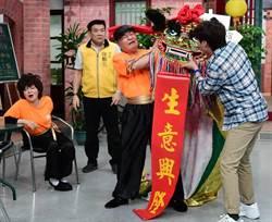 方駿、王彩樺為挺許富凱賣老命「舞獅」 哀嚎:骨頭快斷了!