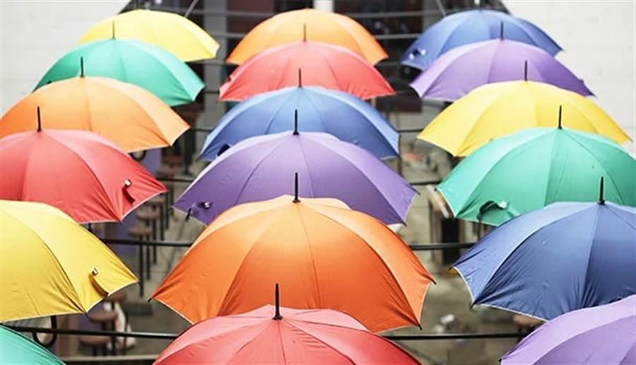 醫師實測:這種傘撐3分鐘 溫度竟降5度 (圖/pixabay)