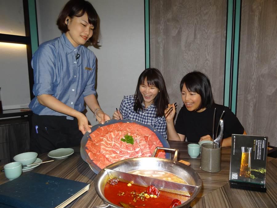 青花驕麻辣鍋以頂級保鮮「重慶江津九葉青花椒」為味道主角,將湯頭辛香鮮麻提升至全新層次,為台灣多不勝數的麻辣鍋市場,作出差異化,帶來一股新流。