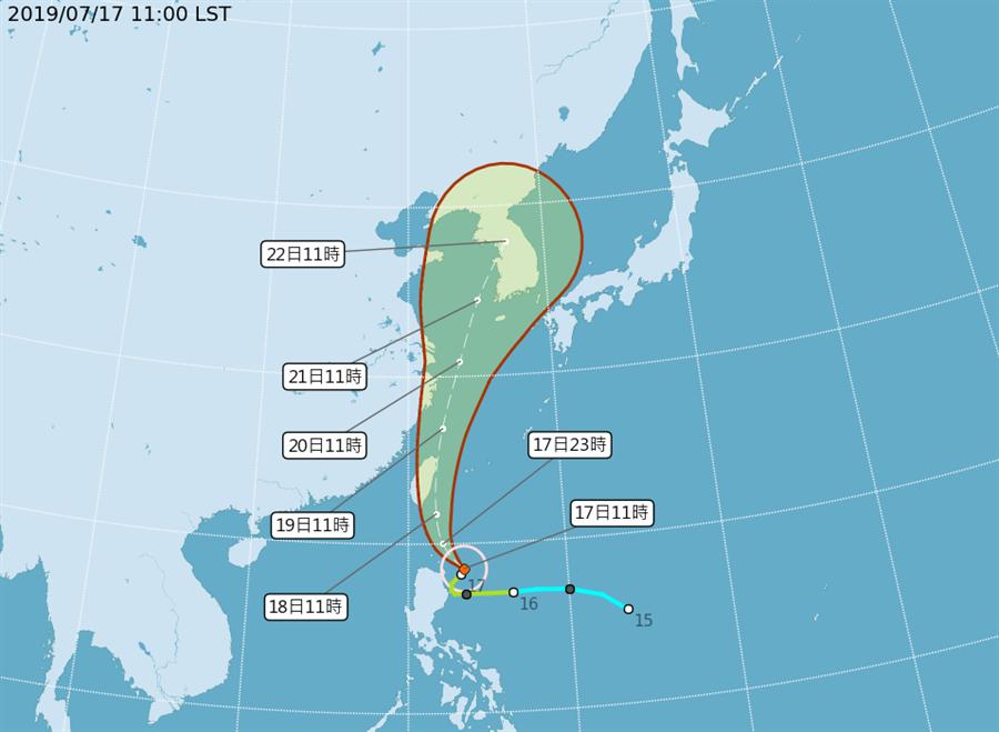 圖為最新颱風路徑,又更往偏東,往宜花東前進。(氣象局)