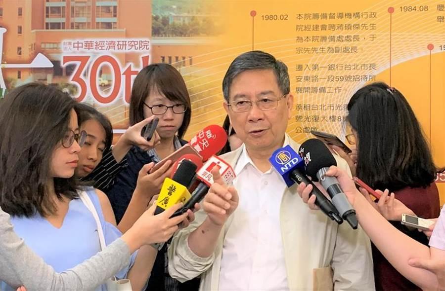 元大寶華綜經院董事長梁國源提醒,廠商應更關注新台幣兌人民幣的匯率走向。(圖:陳碧芬)