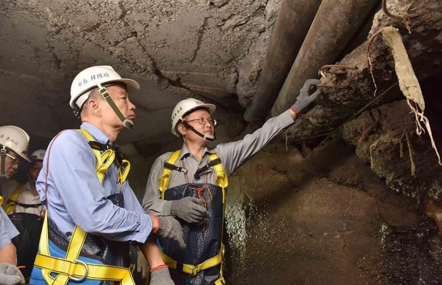 高雄市長韓國瑜視察下水道清淤。(圖/高市府提供)