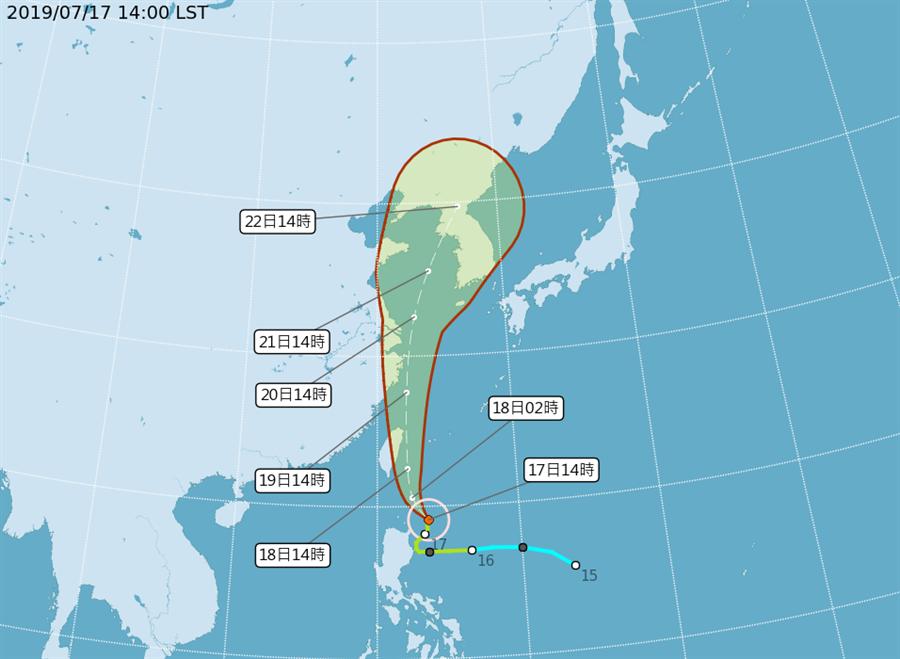 圖為最新颱風路徑,又更往偏東,以圖上顯示是中心不會觸陸,剛好路過。(氣象局)