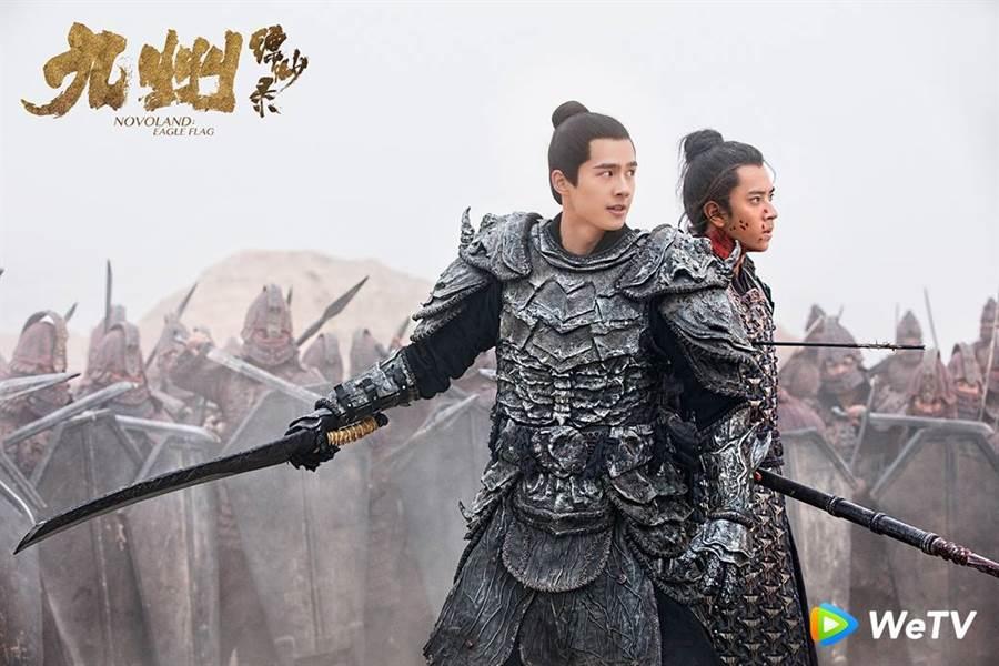 男星劉昊然(前)主演《九州縹緲錄》戰場上奮勇殺敵。(圖/WeTV提供)