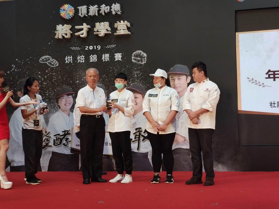 18歲的小郭今天在「2019將才學堂烘焙錦標賽」獲個人MVP,可望出國參加賽事。(林良齊攝)