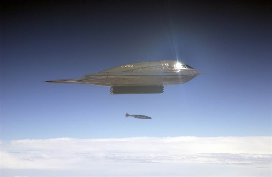 B-2主要擔任精準轟炸任務,投放JDAM炸彈。(圖/美國空軍)