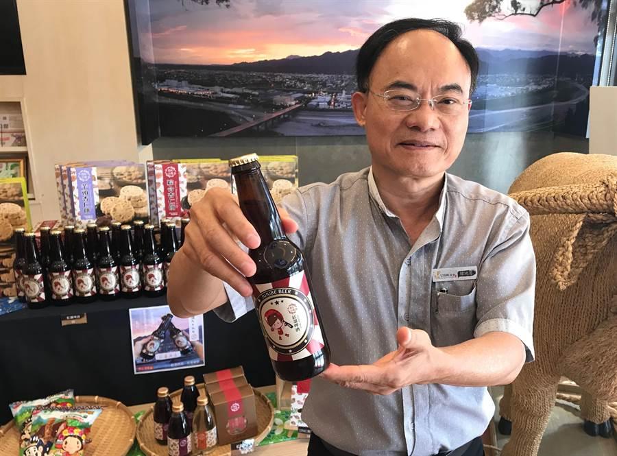 公館農會研發「精釀紅棗啤酒」僅有3.5%酒精濃度,搶攻女性市場。(何冠嫻攝)