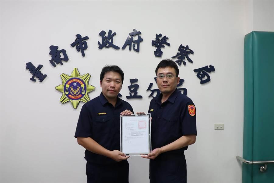 台南市政府警察局麻豆分局麻豆派出所巡佐吴孟宇寻人无数,屡获表扬。