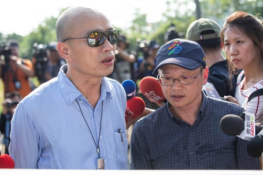 水利局長李戎威(右)表示,若非極端氣候帶來誇張的雨量,水利局有信心度過考驗。市長韓國瑜(左)也期望達到「零損害」,讓生命、財產、公共設施都能夠不要受到傷害。(袁庭堯攝)