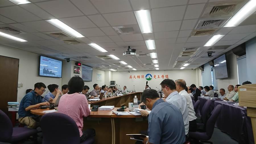 環保署環評大會今通過興達電廠燃氣機組更新案環評。(廖德修攝)