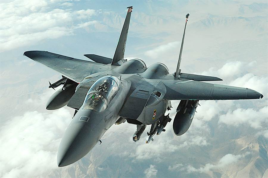F-15E打擊鷹戰機,是空優與對地攻擊的兩用戰機,性能非常傑出。(圖/美國空軍)