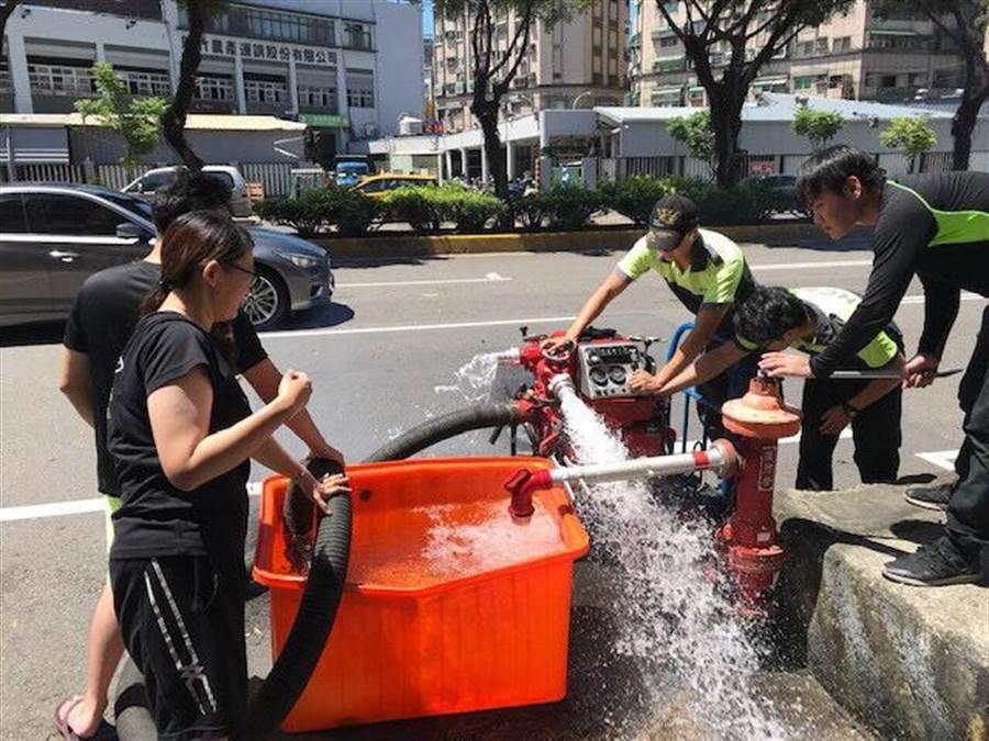 新竹市消防局啟動防颱準備作業。(徐養齡翻攝)