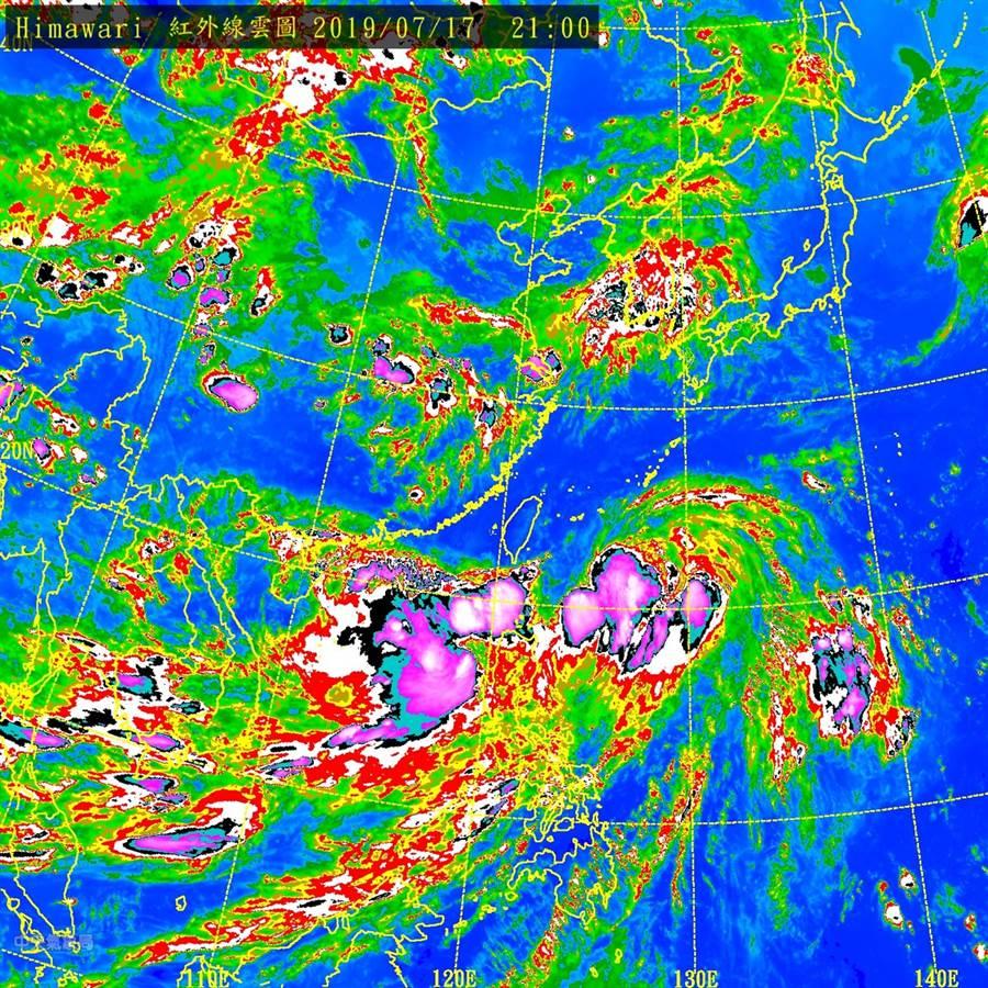丹娜絲快閃後,南海的低氣壓已經迅速整合增強為熱低壓,將為中南部地區帶來比原先預期更大的風雨 (圖/中央氣象局)