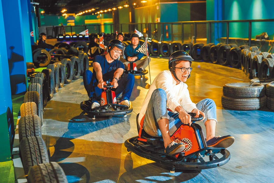 大人小孩都可以玩的跑跑甩尾車。(瑞穗春天國際觀光酒店提供)