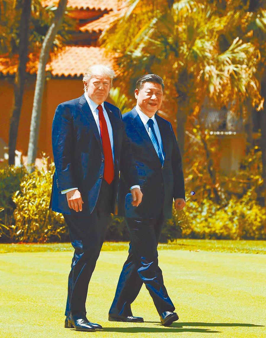 川普表示與習近平關係不如前。圖為2017年4月7日,大陸國家主席習近平(右)與美國總統川普會晤。(新華社)