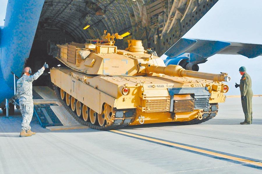 陸揚言制裁售台武器美企。圖為美國準備售台M1A2戰車。(取自美國陸軍官網)