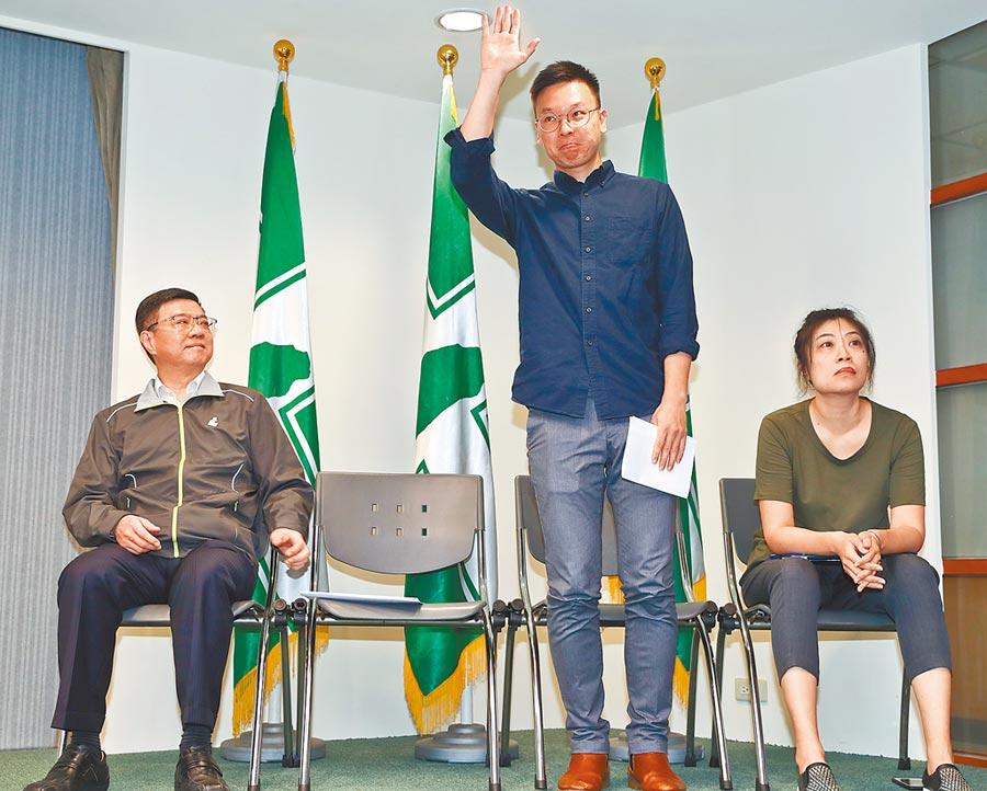 林飛帆(右2)接任民進黨副祕書長。(本報系資料照片)
