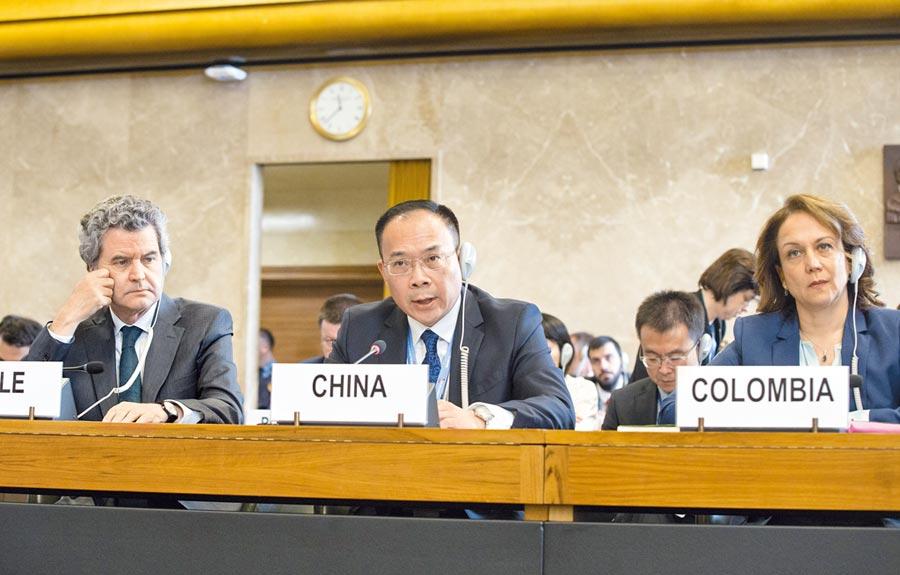 5月23日,中國特命全權裁軍事務大使李松(中)在日內瓦裁軍談判會議上發言。(新華社)