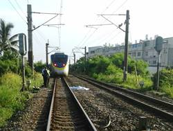 台鐵通勤電車撞死違規路人 影響5千餘人
