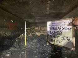 高雄鳥松區神農路下水道清淤照曝光 淤積高度達1.5公尺