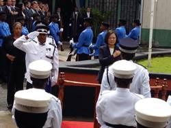 蔡英文赴露國會演說  儀隊昏倒國旗滑下