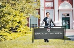 黃舒駿晉級哈佛校友