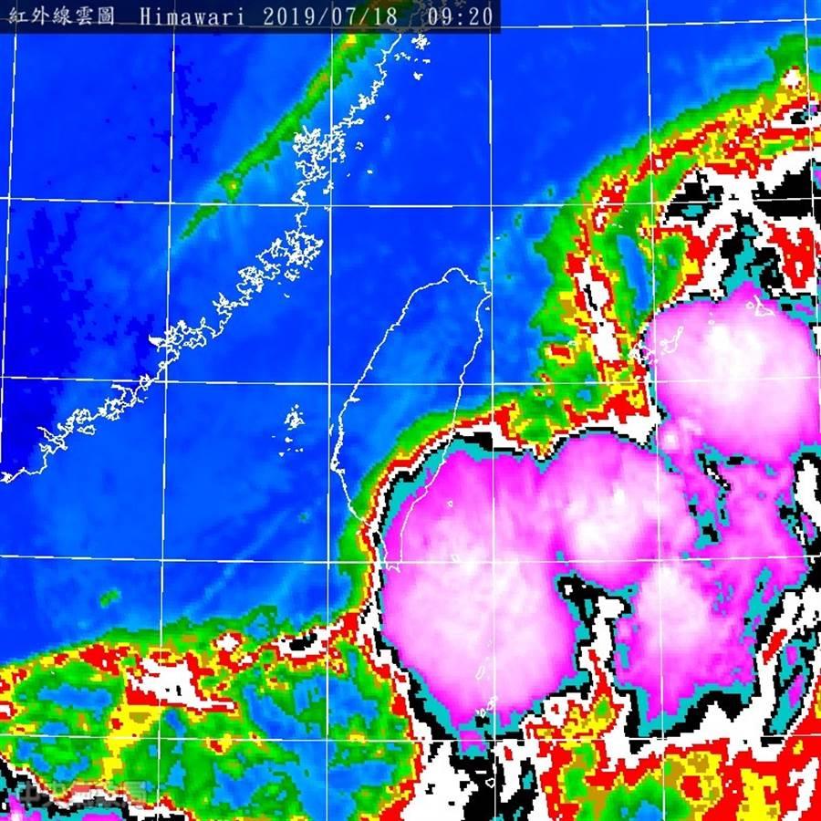 紫色強對流胞在台灣旁邊。(取自鄭明典臉書)