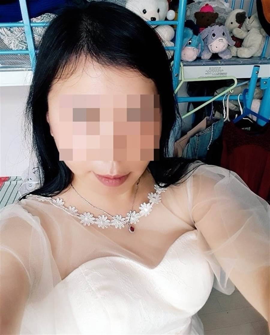 傳聞中放出周柏豪二婚喜帖的狂粉Linda最近常貼婚紗照。(圖/取自《on.cc東網》)