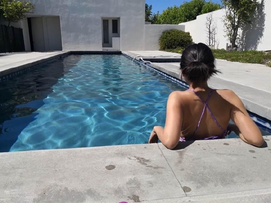 梧桐妹到美國自家豪宅過暑假。(圖/翻攝自angel梧桐妹微博)