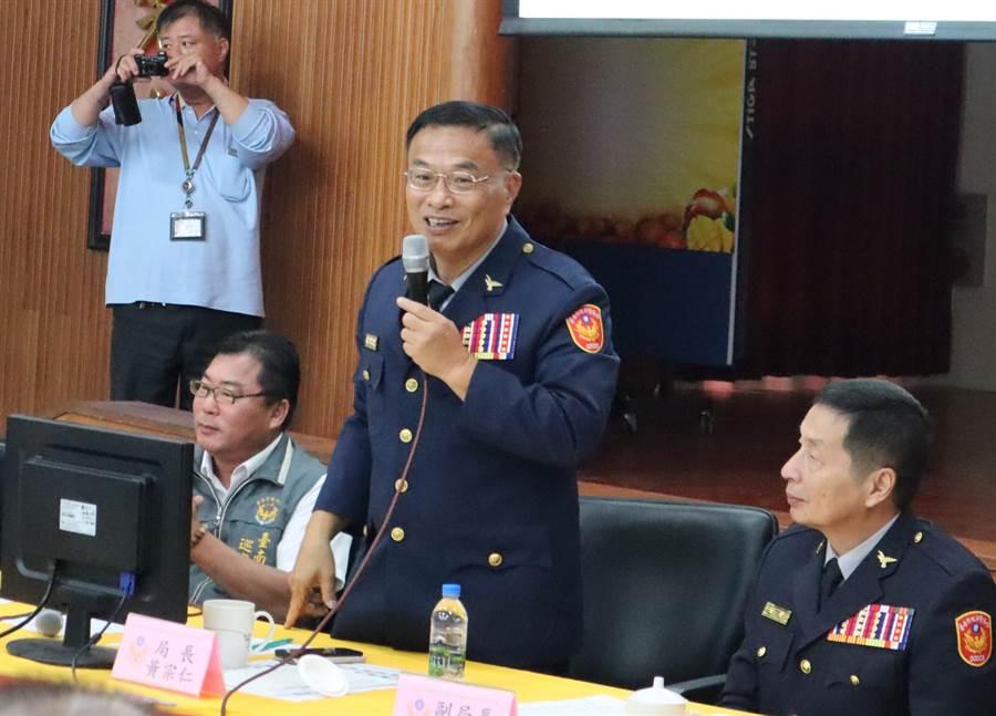 警政署18日下午發布最新一波警察人事異動,原台南市政府警察局局長黃宗仁(右二)回任警政署副署長。(劉秀芬攝)