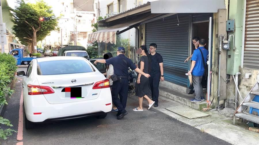 苗栗縣警局經半年多的蒐證,17日帶回13名外籍賣淫女子到案。(巫靜婷翻攝)