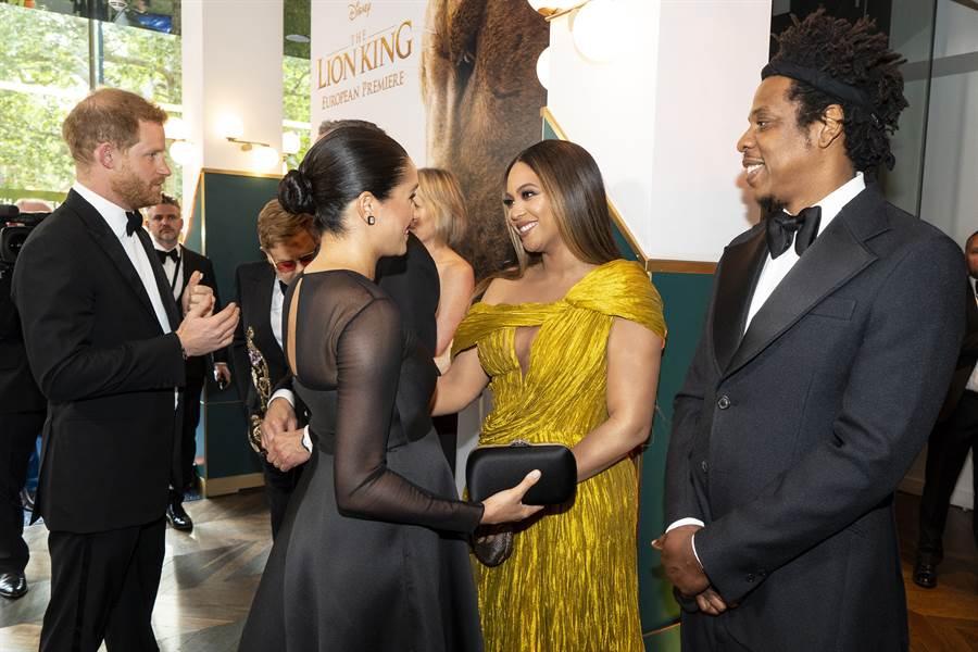 碧昂絲(Beyoncé)與丈夫Jay-Z一同出席《獅子王》首映會,哈利夫婦也到場力挺,兩對夫妻見面大聊「育兒經」。(圖/IG @beyonce)