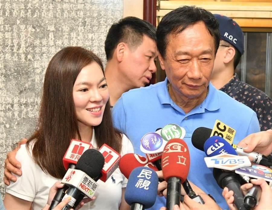 郭台铭和妻子曾馨莹。(本报资料照片)