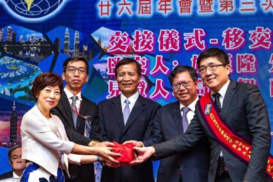 亞洲台灣商會聯合總會舉辦第26屆年會,18日晚間舉行閉幕晚會。(桃園市政府提供)