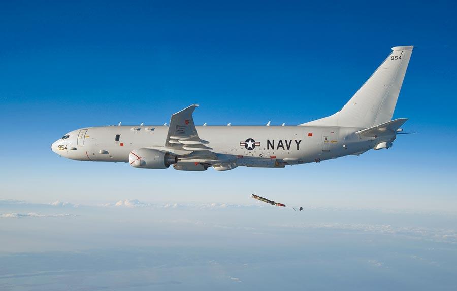 6月21日,美國海軍P-8A海上巡邏機監控中共遼寧號航空母艦後,特別向北通過台灣海峽。(取自美國海軍官網)