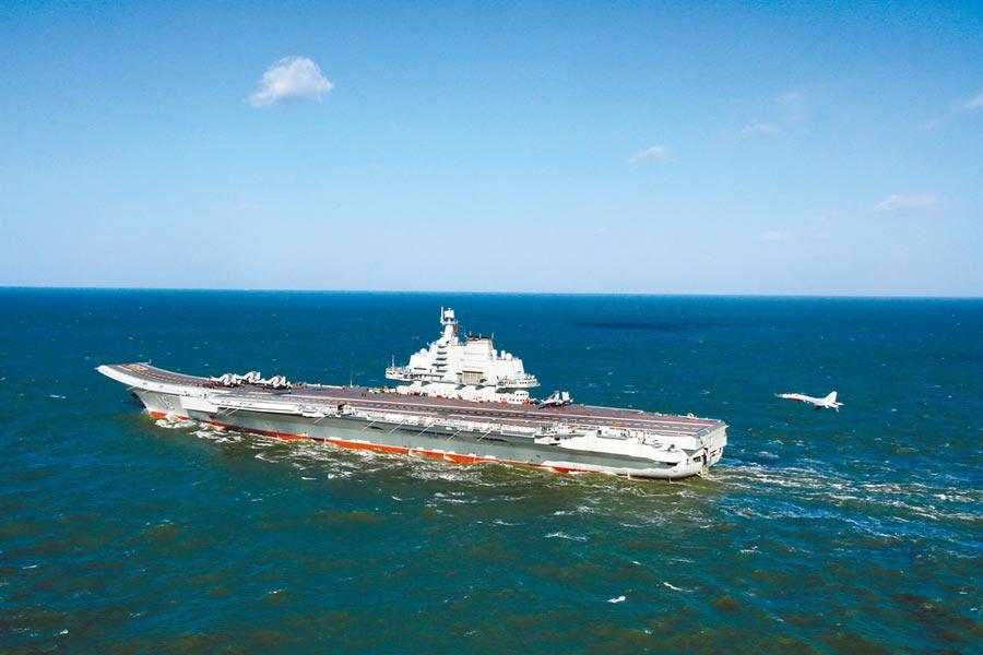 大陸遼寧號航母戰鬥群於6月18日進入南海。(中新社)