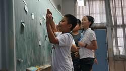 海外華裔志工教學活潑 小學生克服恐懼說英語