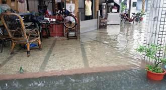 屏東豪大雨 新園時雨量84毫米 東港林邊一帶積水
