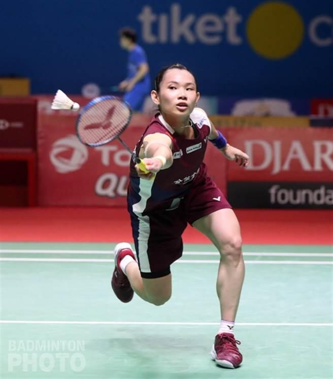 戴資穎在印尼公開賽8強戰驚險擊敗依瑟儂,小戴賽後受訪時認為兩人實力相近,所以打起來很辛苦。(Badminton Photo提供)