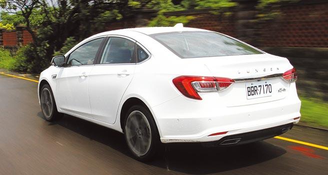 S5 GT車尾可看到銘牌之外,航太動力學LED光曜尾燈組搭配整列大器的Luxgen字樣,進而提升活潑氣質。圖/陳慶琪