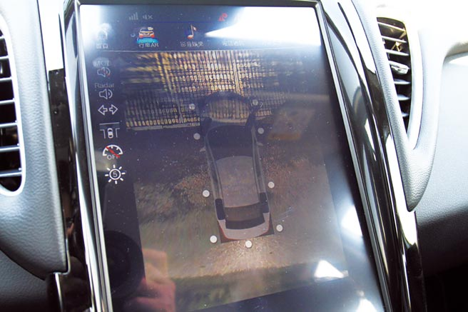 APA智駕輔助停車系統,擁有路邊停車和倒車入庫等多種模式。圖/陳慶琪