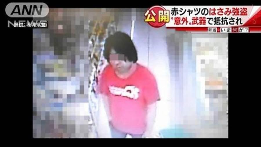 日網流傳一張疑似縱火犯正面照,稱該男有前科,曾搶過超商。(取自日網)