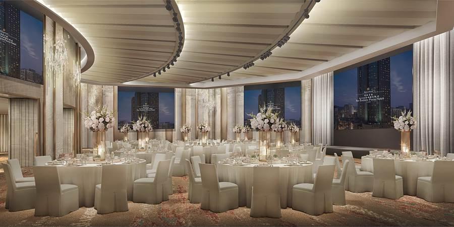 扇形空間的遠東宴會廳改裝後,備有巨型LED螢幕與現代化聲光音效,打造極緻奢華宴會體驗。(圖。香格里拉台北遠東飯店)