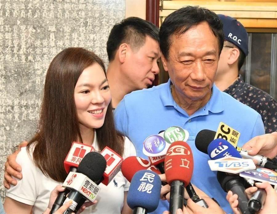 郭台銘和妻子曾馨瑩。(本報資料照片)
