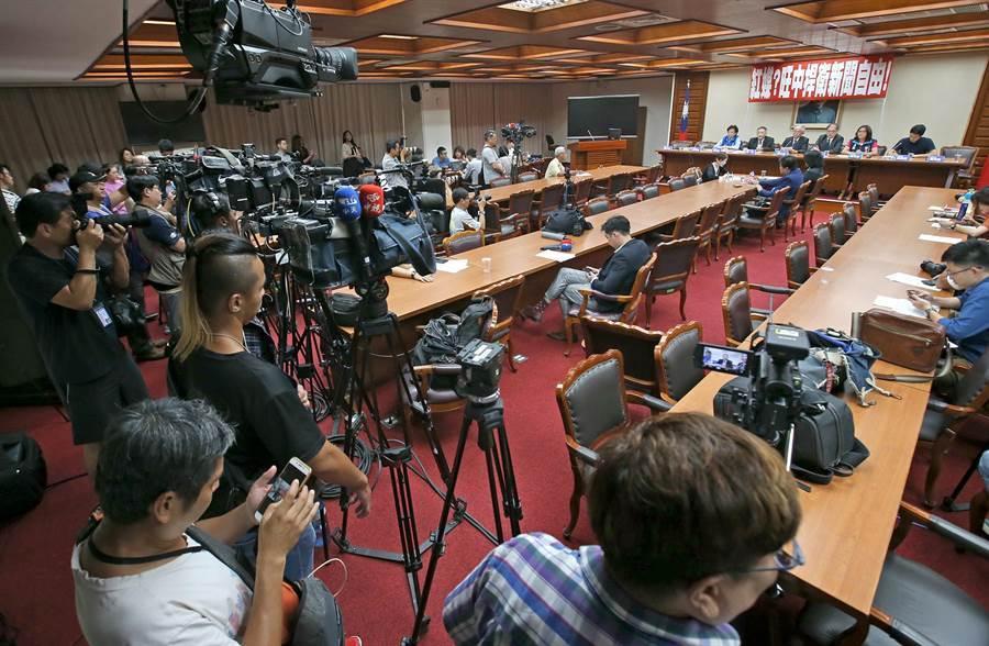 旺中集團舉行記者會駁斥不實指控。(趙雙傑攝)