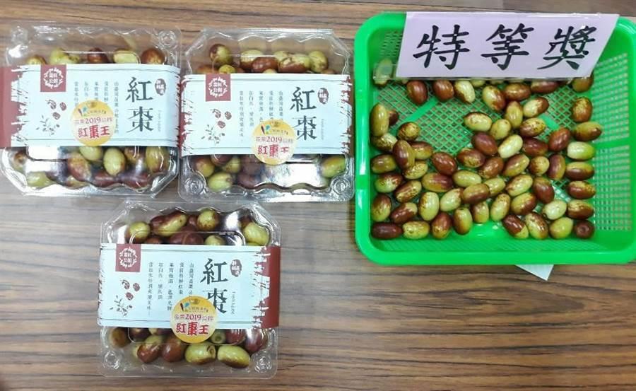 今年的紅棗王由棗農朱龍政拿下,他種出的果品在肉質風味等方面深受評審青睞。(公館鄉農會提供)